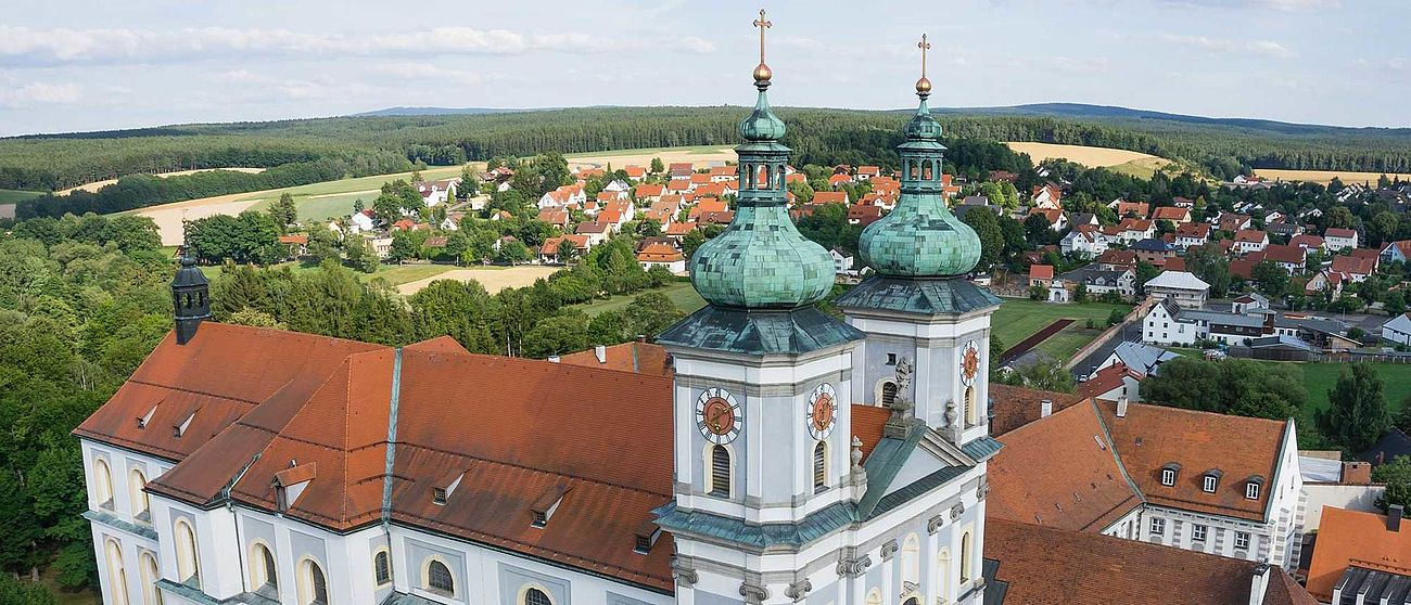 Drohnenflug über Basilika