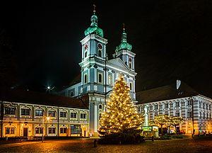 Die Basilika an Weihnachten.