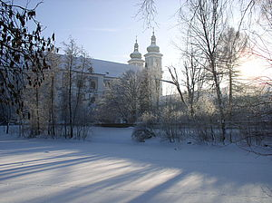 Die Basilika im Winter.